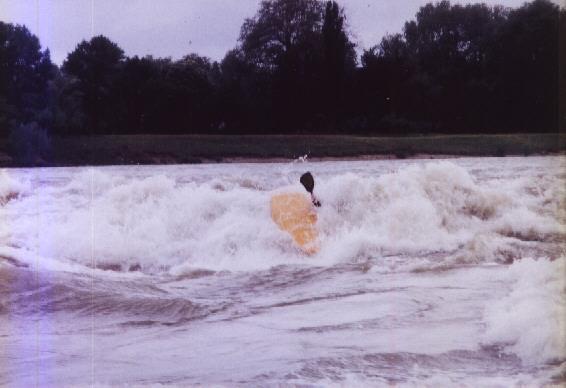 vague qui remonte la riviere